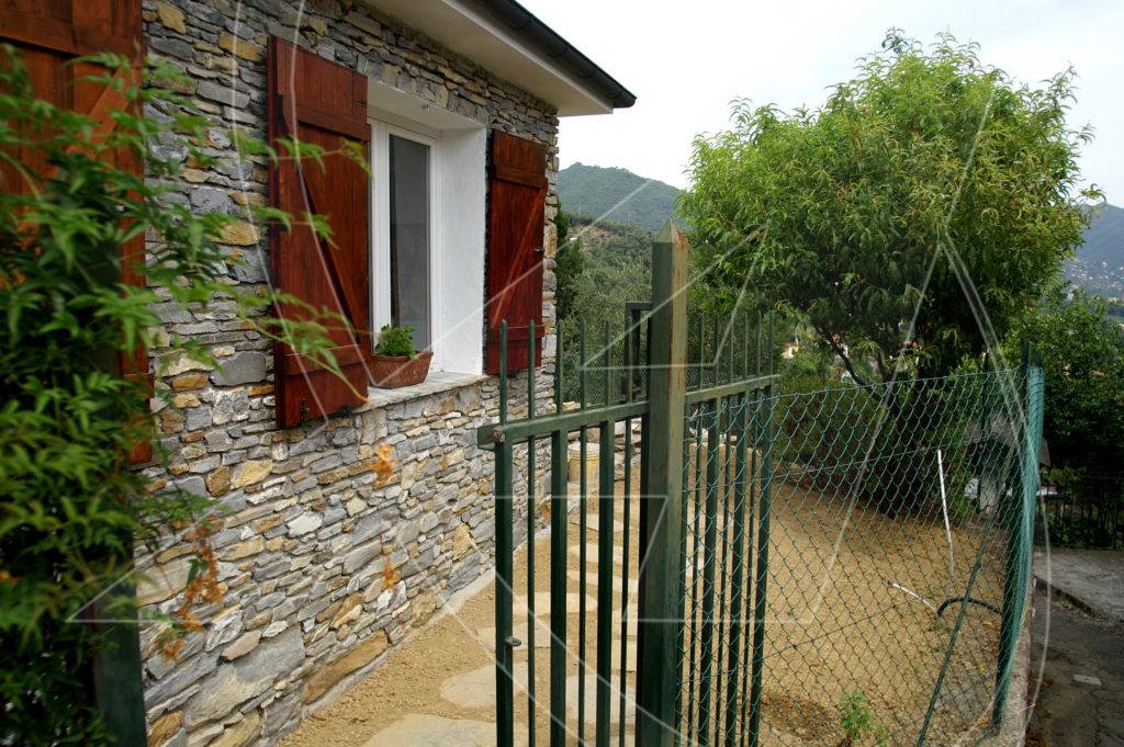 Rapallo collina casetta con giardino in affitto a s for Case in affitto a rapallo arredato
