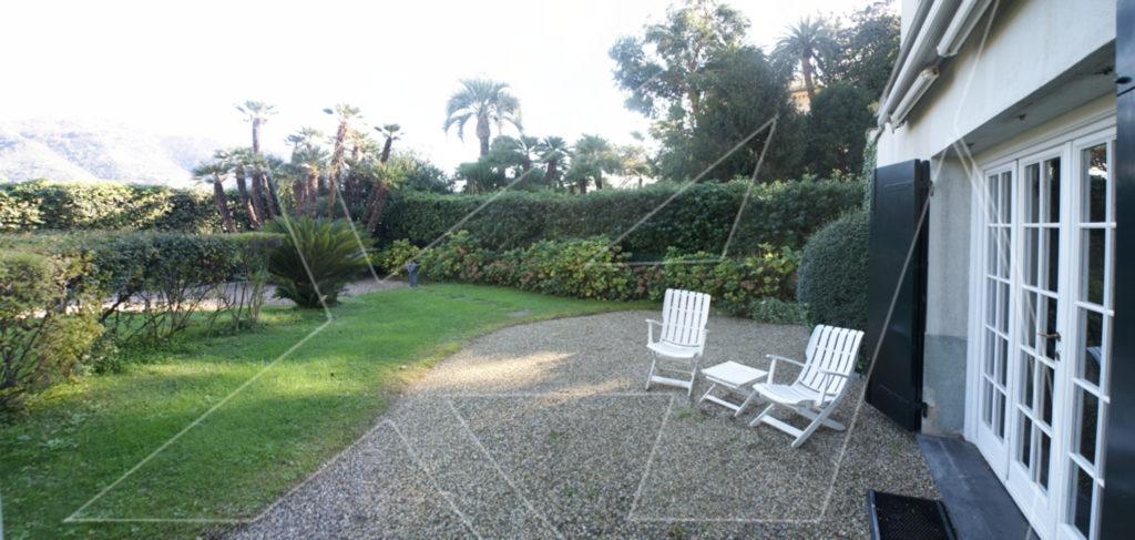 Rapallo: affitto appartamento in villa con giardino, zona porto
