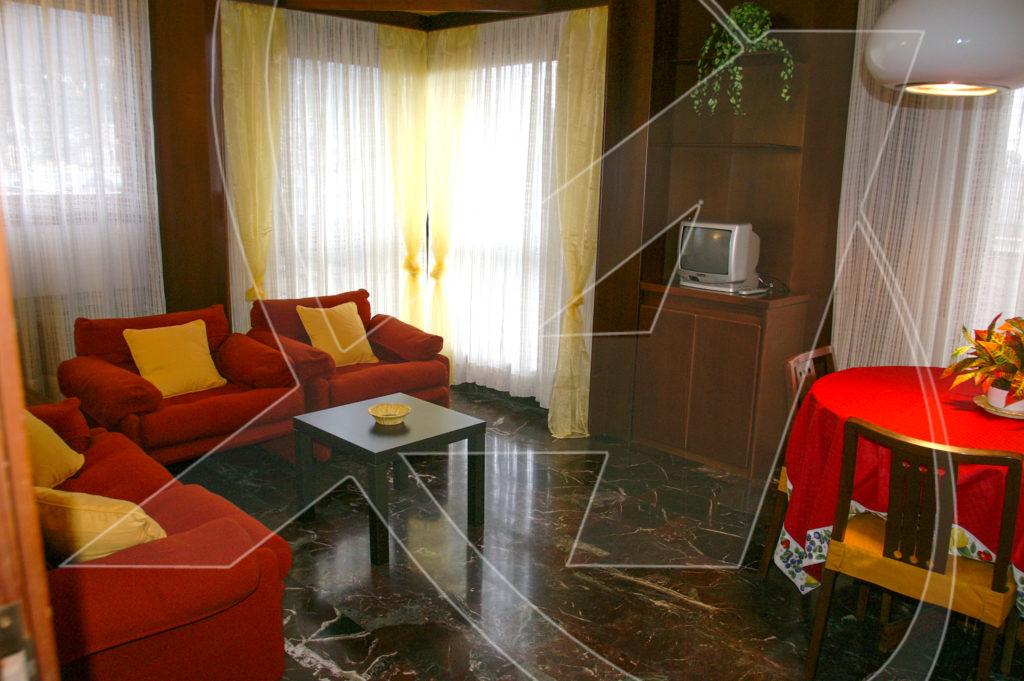 Bilocale in affitto a Rapallo, piano alto con ascensore