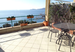 Apartment in villa by the sea for rent in Zoagli