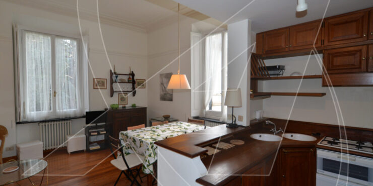 RAPALLO Zona porto – Affitto appartamento in villa signorile con posto auto