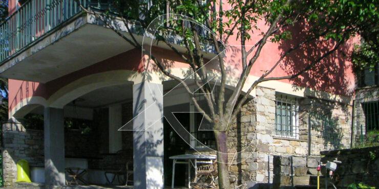 RAPALLO zona porto affitto appartamento con giardino in villa signorile
