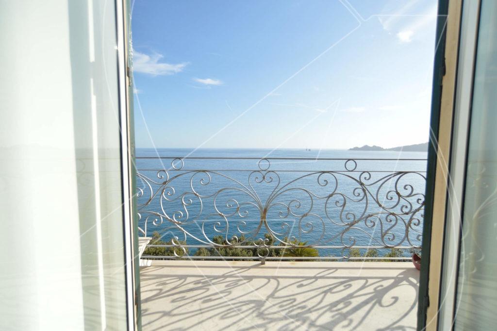 ZOAGLI Splendido appartamento in villa sul mare con spiaggia privata